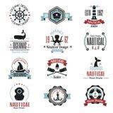 Фасонируйте морской логотип плавая тематические ярлык или значок с элементом рулевого колеса веревочки анкера знака корабля и пер Стоковое Фото