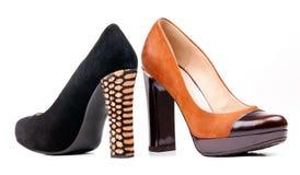 фасонируйте над ботинками 2 белых женщин Стоковые Фотографии RF