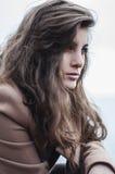 Фасонируйте портрет девушки на море Портрет девушки на s Стоковые Изображения