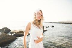 Фасонируйте портрет девушки на море Стоковые Фотографии RF