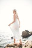 Фасонируйте портрет девушки на море Стоковая Фотография
