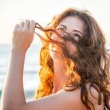 Фасонируйте портрет девушки на море Стоковое Изображение RF