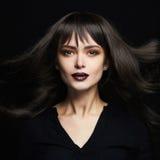 Фасонируйте портрет красивой молодой женщины с длинными здоровыми волосами девушка сексуальная Стоковая Фотография RF