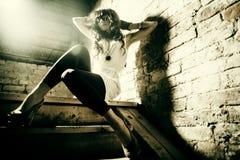 Фасонируйте портрет красивой молодой сексуальной женщины Стоковые Фото