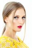 Фасонируйте портрет стиля красивой девушки в интерьере Стоковое Изображение