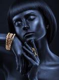 Фасонируйте портрет темнокожей девушки с jewerly Черный щеголь Стоковые Фото