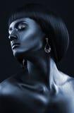 Фасонируйте портрет темнокожей девушки с jewerly Черный щеголь Стоковая Фотография RF