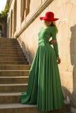 Фасонируйте фото красивой белокурой девушки в элегантном платье Стоковая Фотография RF