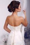 Фасонируйте фото красивой элегантной невесты в платье свадьбы Стоковое Изображение
