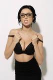 Фасонируйте Swag красоты шаловливую девушку в черной модели стильного сексуального очарования юбки и стрижки и состава бюстгальте Стоковые Фотографии RF