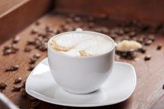 фасоли заварили выбор влияния кофе тортов экстренно свеже разбросанный печеньями Стоковая Фотография RF