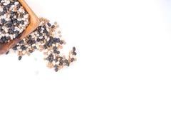 Фасоли разливая из шара Стоковая Фотография