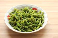 Фасоль кипеть зеленым цветом на традиционной плите Стоковое Фото