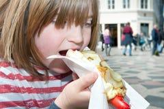 Фаст-фуд Дания обеда ребенка горячей сосиски стоковая фотография