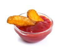 Фаст-фуд, куски картошки на белой предпосылке Стоковое Изображение