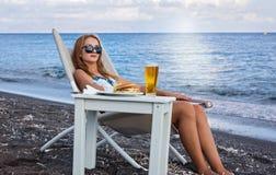 Фаст-фуд на пляже Стоковые Фотографии RF