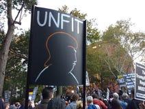 Фашизм выжимк, ралли Анти--козыря, парк квадрата Вашингтона, NYC, NY, США стоковое фото