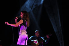 Фаду женское Singer_Music_ Concert_Woman_Guitar в реальном маштабе времени Стоковые Фотографии RF