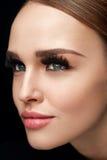 фальшивка ресниц Красивая женщина с стороной состава и красоты Стоковые Изображения