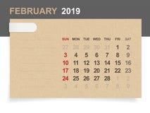 Февраль 2019 - ежемесячный календарь на предпосылке коричневой бумаги и древесины бесплатная иллюстрация