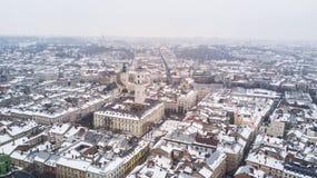 Февраль 2018 - Львов, Украина Взгляд сверху центра города Львова в снеге сверху в зиме Взгляд сверху муниципалитета Стоковые Фотографии RF