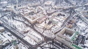Февраль 2018 - Львов, Украина Взгляд сверху центра города Львова в снеге сверху в зиме Взгляд сверху муниципалитета Стоковые Изображения RF