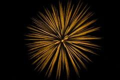 феиэрверки взрыва поливают одиночную штриховатость Стоковая Фотография RF