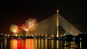феиэрверки моста сверх Стоковое фото RF