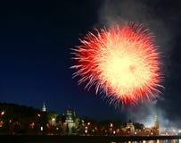 феиэрверки kremlin moscow над Россией Стоковое Изображение