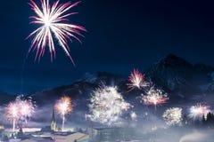 Феиэрверк Ракет на дне Новый Год Стоковые Фотографии RF