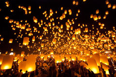 феиэрверк Таиланд празднества chiangmai воздушного шара Стоковые Изображения RF