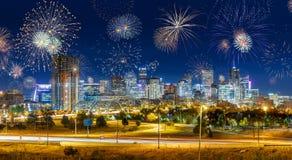 Фейерверки во время Новых Годов Eve в городе Денвера, США Стоковые Изображения RF