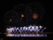 Фейерверки в заливе Канн, 14-ое июля, Франции Стоковые Фотографии RF