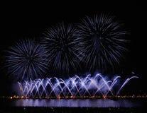 Фейерверки в заливе Канн, 14-ое июля, Франции Стоковое Изображение RF