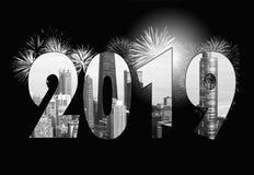 Фейерверки города на 2019 Новых Годов Стоковые Фотографии RF