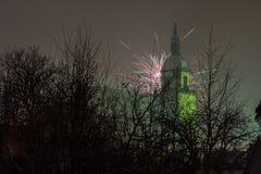 Фейерверки и башня церков Стоковые Изображения