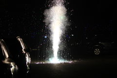 Фейерверки или фейерверки во время фестиваля Diwali или рождества Стоковое Изображение RF