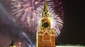 Фейерверки над Москвой Кремлем, Россией видеоматериал