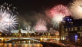 Фейерверки над ночью Москвой, Россией стоковое фото rf