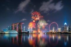 Фейерверки национального праздника Сингапура в городском городе Сингапура стоковые изображения rf