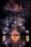 Фейерверки на воде Стоковые Изображения