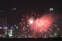Фейерверки на гавани Виктории в Гонконге Стоковые Изображения