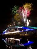 Фейерверки на мосте Солнця стоковая фотография