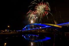 Фейерверки на мосте Солнця стоковые изображения