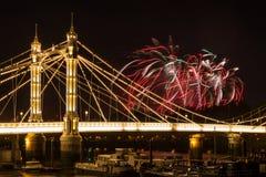 Фейерверки над мостом Альберта Стоковые Фото