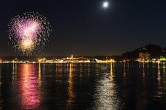 Фейерверки на прибрежной полосе озера Arona - Пьемонта Стоковое Изображение