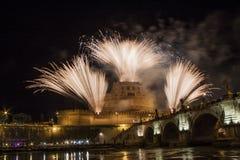 Фейерверки над Castel Sant Angelo, Римом, Италией Стоковое Фото