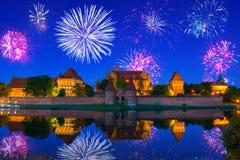 Фейерверки Нового Года показывают на Castel в Мальборке стоковая фотография rf