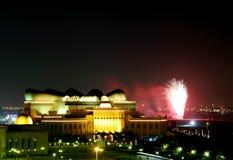 Фейерверки около национальной библиотеки Shaikh Isa стоковые изображения rf