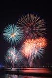 Фейерверки освещают вверх небо Стоковая Фотография RF